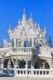 公开白色寺庙有清楚的天空背景 免版税库存照片