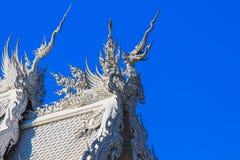 公开白色寺庙有清楚的天空背景 免版税图库摄影