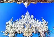 公开白色寺庙有清楚的天空背景 库存图片