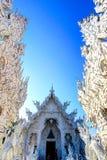 公开白色寺庙有清楚的天空背景 库存照片