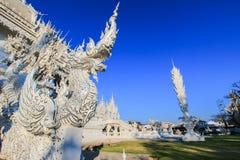 公开白色寺庙有蓝天背景 免版税库存图片