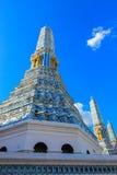 公开皇家寺庙有天空背景 免版税库存照片
