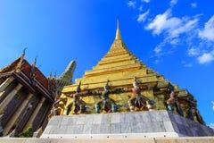 公开皇家寺庙有天空背景 库存照片