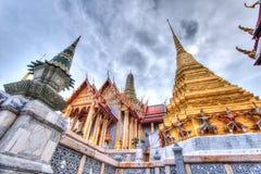 公开皇家寺庙有天空背景 免版税库存图片
