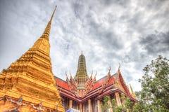 公开皇家寺庙有天空背景 免版税图库摄影