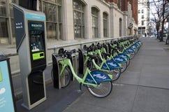公开街道自行车租务西雅图 免版税库存照片