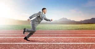 公文包企业生意人竞争概念运行中 免版税库存照片