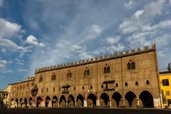 公爵的宫殿在曼托瓦,意大利 免版税库存照片