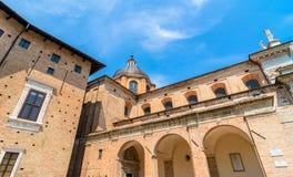 公爵的宫殿庭院在乌尔比诺,意大利 库存照片