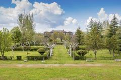 公爵的宫殿的庭院的全景晨曲 Piedrahita西班牙 免版税库存图片