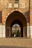 公爵的宫殿门在mantua城市 免版税库存图片
