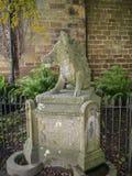公猪喷泉在Ripley一个村庄在北约克郡在英国,在Harrogate北部的一些英里 建于的城堡第15 免版税库存图片