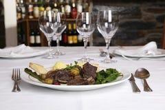 公猪栗子炖煮的食物 免版税库存图片