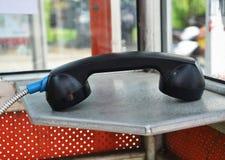黑公用电话 免版税图库摄影