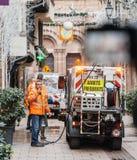 公益sweeper van cleaning在Strasbou以后的血液踪影 库存图片