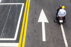 公路交通方向 免版税图库摄影