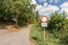 公路交通标志,运输禁止在德语-土地和林业任意交易6 5吨,德国 免版税库存照片