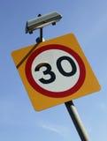 公路交通限速标志 免版税库存照片