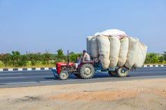公路运输在印度 库存图片