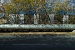 公车运送城市线路伦敦步行者红色路菌落扇状变异空白黄色 库存照片