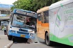 公车运送没有 8事故撞了其他公共汽车在胜利纪念碑泰国的曼谷 免版税图库摄影
