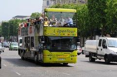 公车运送看到视域浏览的巴黎 库存图片