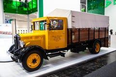 公车运送老马的历史的德国卡车从1931年 免版税库存图片
