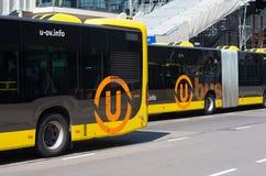 公车运送马耳他黄色 库存照片