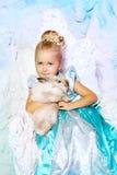 公主礼服的小女孩在冬天神仙的背景 库存图片