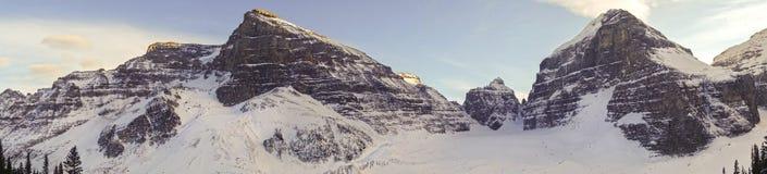 六个冰川山峰路易丝湖班夫国家公园加拿大人罗基斯平原  图库摄影