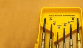 六个片断精确螺丝刀集合 工具箱 免版税库存图片