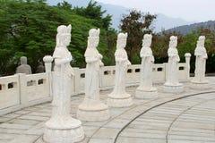 六个白色大理石菩萨雕象,中国 免版税库存照片