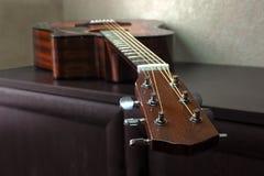 六串声学吉他 免版税库存图片
