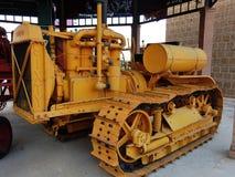 六十台履带式拖拉机 库存照片