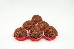六块传统巴西巧克力糖叫brigadeiro 库存图片