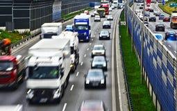 六条车道受控通入高速公路在华沙,波兰 免版税库存照片