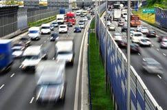 六条车道受控通入高速公路在华沙,波兰 库存照片