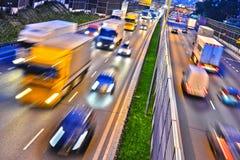 六条车道受控通入高速公路在华沙,波兰 免版税库存图片