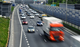 六条车道受控通入高速公路在波兰 库存照片