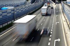 六条车道受控通入高速公路在波兰 免版税库存照片