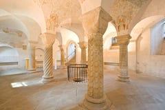 六根罗马式柱子 库存照片