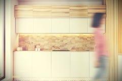 六角形样式木厨房,被定调子的柜台 免版税库存图片