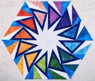 六角形象万花筒,被子细节的补缀品块  免版税库存图片