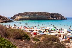 兰佩杜萨,Spiaggia dei conigli最著名的海地方的看法  库存图片