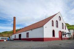 兰姆酒工厂厂房视图在波尔图da Cruz,马德拉岛 免版税库存照片