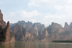 兰州,中国- 2014年9月30日:炳灵洞寺庙的刘家峡( 库存照片