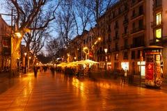 兰布拉晚上视图在巴塞罗那 免版税库存图片