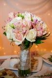 兰花和玫瑰婚礼花束 免版税库存图片