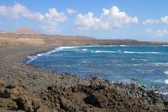 兰萨罗特岛多岩石的海滩场面013 库存图片