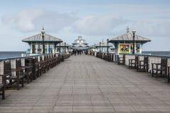 兰迪德诺码头在北部威尔士,英国在一个早期的春日 库存图片